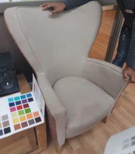 Vlekken meubelrestyling noodzakelijk door toepassing verkeerde stof