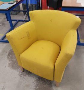 De-oude-stoel is vies en verdient een 2e-leven