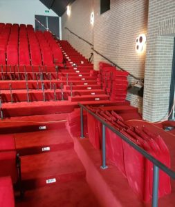 Restyling-zitplaatsen-theaterzaal De-Voorste-Vennen zaalonderhoud